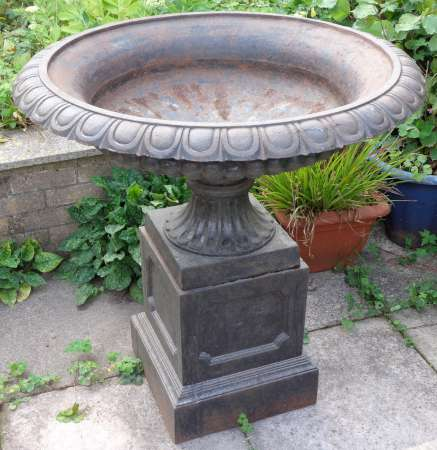 Beautiful A Large Victorian Cast Iron Garden Urn With Pedestal.