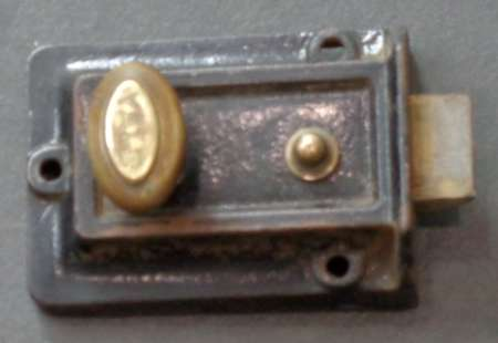 2016-24-10-vintage-yale-door-latch-450