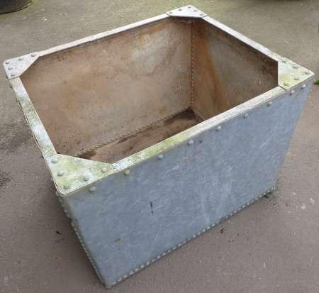 2017-05-04 Galvanized water tank garden planter A-450